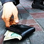 Tourist scam to avoid: the dropped wallet