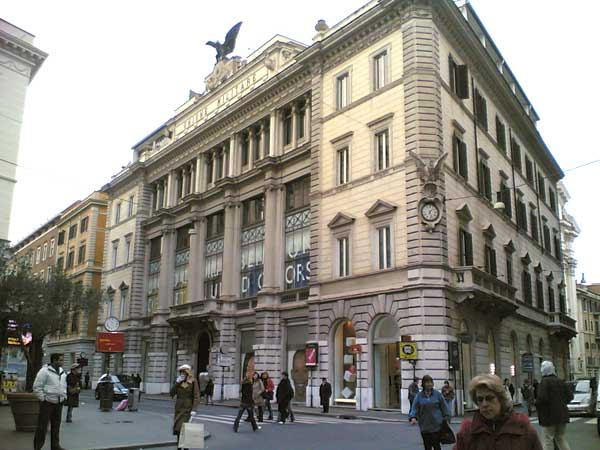 Esclusive shopping in via del corso blog hotels in rome for Mac roma via del corso