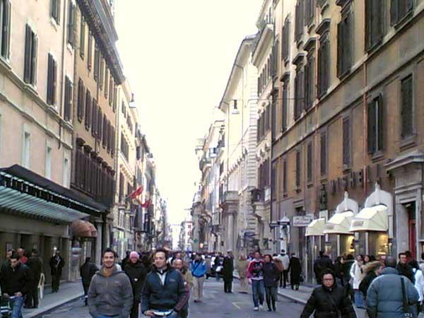 Esclusive shopping in via del corso blog hotels in rome for Bershka roma via del corso